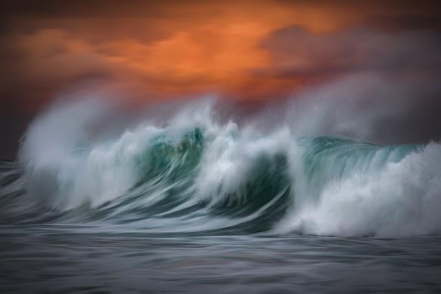 Волны, разбивающиеся о берег Бронте, недалеко от Сиднея. Финалист, 2019. Автор Герго Ругли