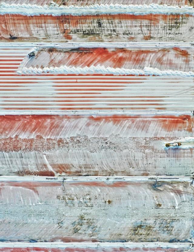 Победитель в категории «Пейзажная фотография года», 2019. «Урожай дорожной соли», Грюиссан, Франция. Автор Магали Чеснель