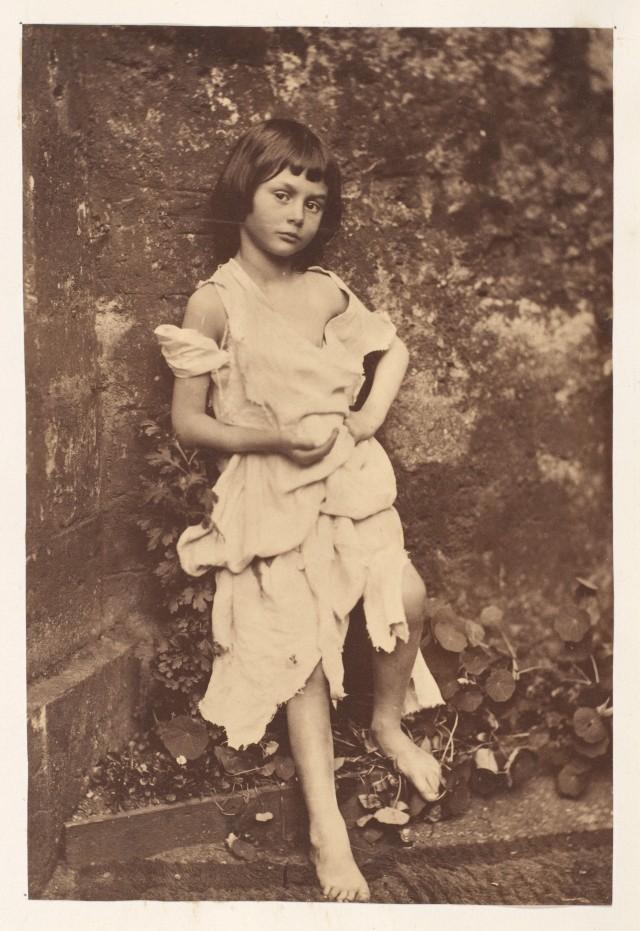 Алиса Плезенс Лидделл в образе попрошайки, 1858. Автор Льюис Кэрролл