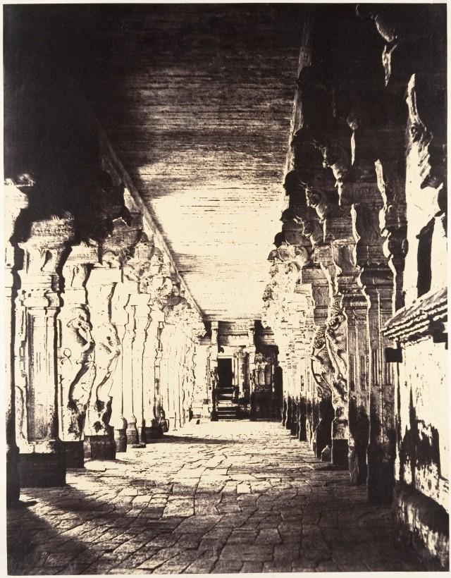 Внешний коридор вокруг храма бога Шивы-Сундарешвары,1858. Автор Линнеус Трайп