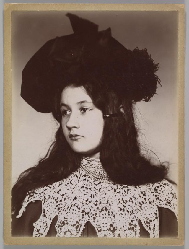 Дениз Золя, около 1900. Автор Эмиль Золя