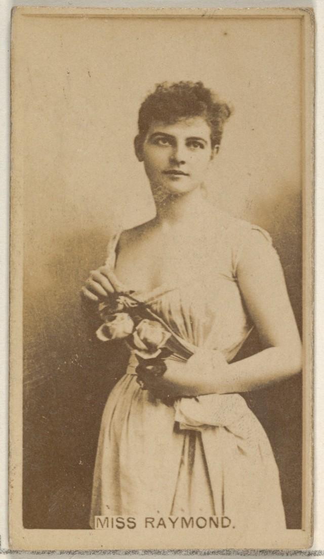 Мисс Рэймонд, из серии торговых карточек «Актёры и актрисы» для сигарет Virginia Brights, 1888. Автор «Аллен и Гинтер»