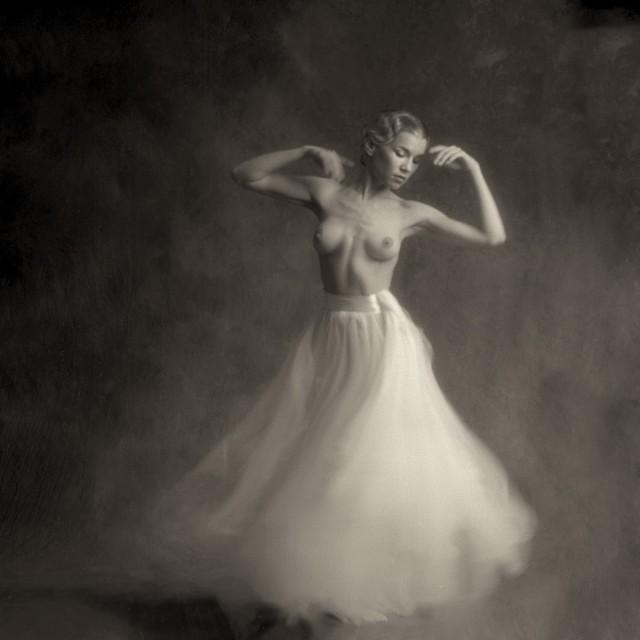 Мириам в балетной юбке. Авторы Тревор и Фэй Йербери