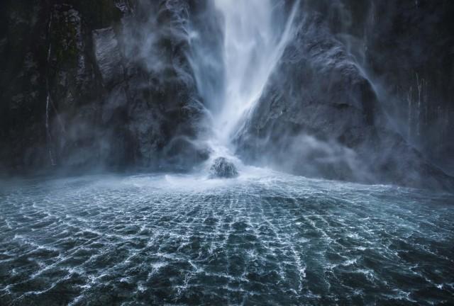 2 место в категории «Пейзаж», 2020. Водопад в Новой Зеландии. Автор Джошуа Криппс