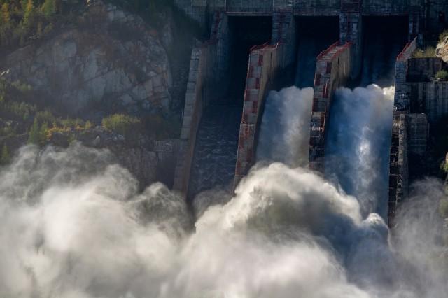 Номинация «Энергия воды России», 2020. Водосброс Колымской ГЭС. Река Колыма, Магаданская область. Автор Алексей Ворон