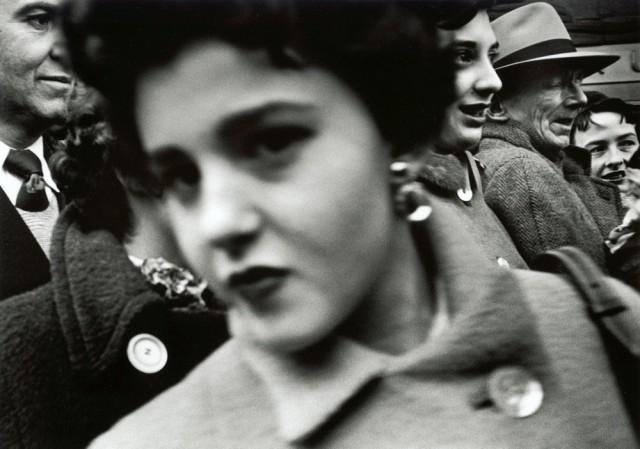 Улица, Нью-Йорк, 1955 год. Фотограф Уильям Кляйн