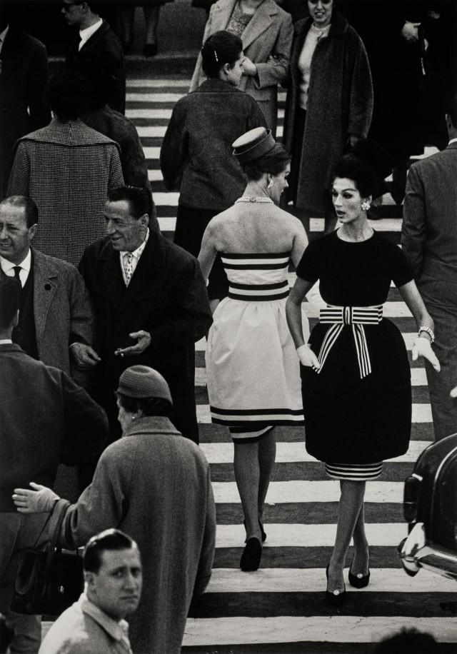 Площадь Испании, Нина и Симона. Рим, 1960 год. Фотограф Уильям Кляйн