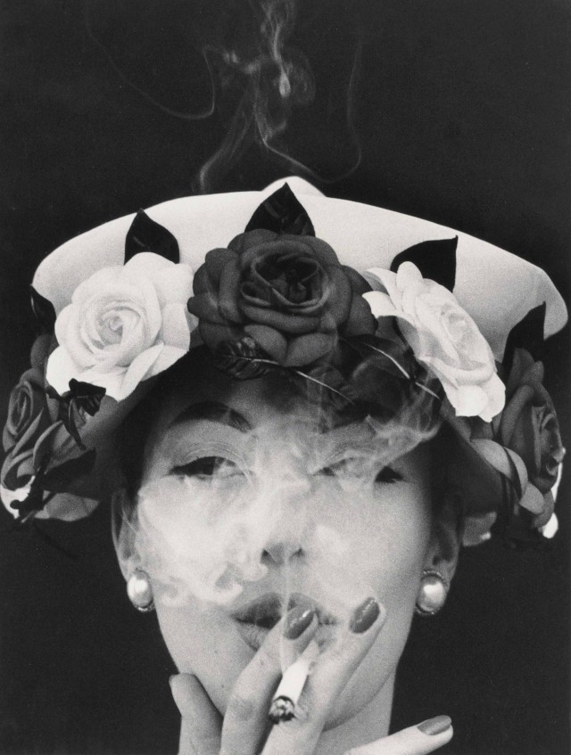Шляпа и розы, 1956 год. Фотограф Уильям Кляйн