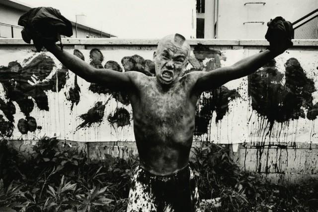 Синохара, псевдоним могикан, художник-истребитель, Токио, Япония, 1961 Год. Фотограф Уильям Кляйн
