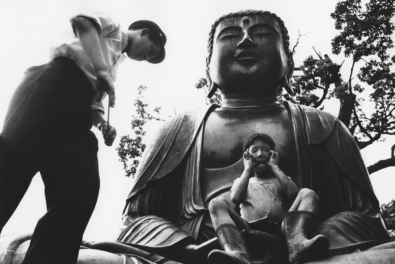 Храм Гококудзи, Токио, 1961. Фотограф Уильям Кляйн