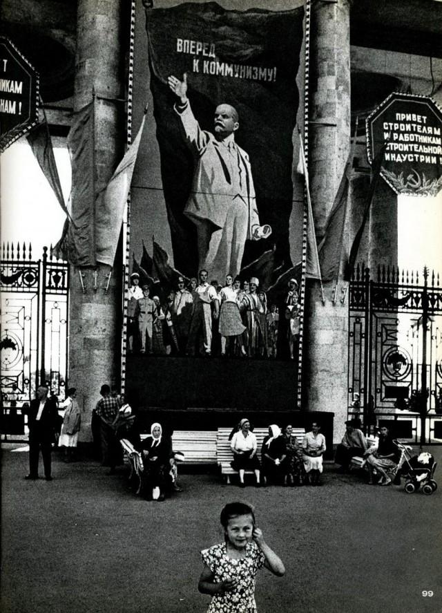 Вперёд к коммунизму. Москва, 1959 год. Фотограф Уильям Кляйн