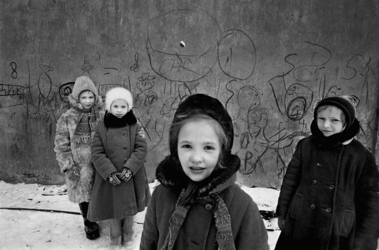 Дети и граффити,  Москва, 1960 год. Фотограф Уильям Кляйн