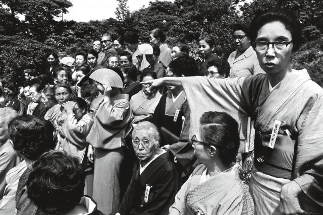 Женское литературное общество, Токио, 1961. Фотограф Уильям Кляйн