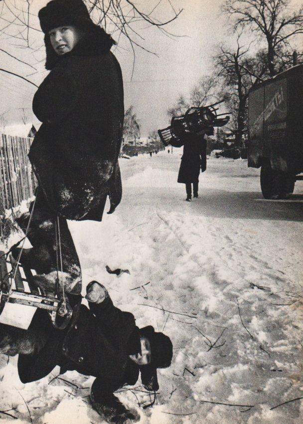 На санках, Москва, 1959 год. Фотограф Уильям Кляйн