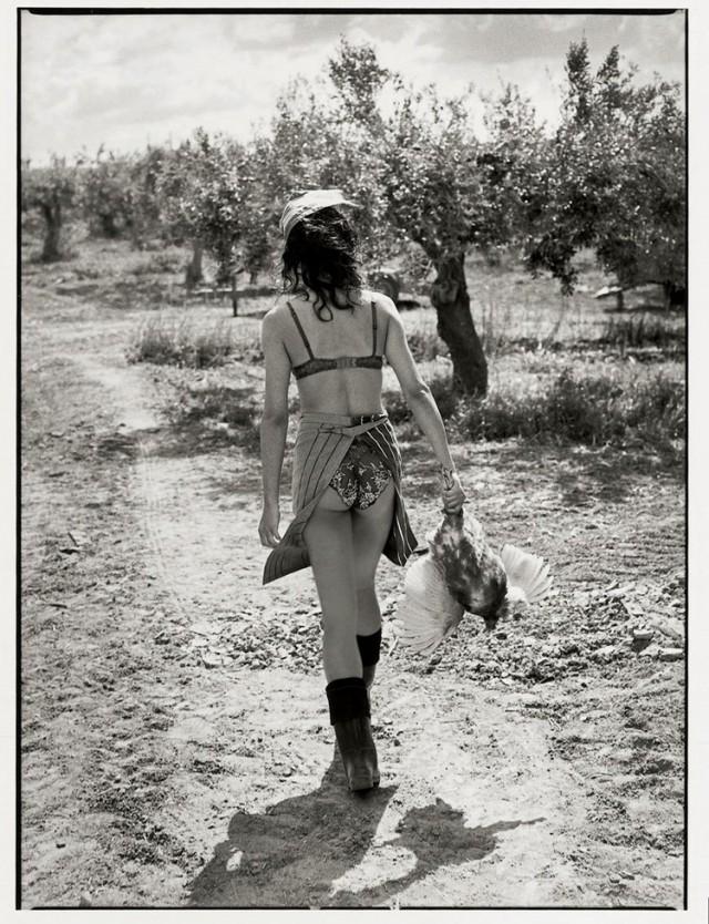 Из фотосерии «Сицилийское приключение». Модель Катринель Менгиа, фотограф Мишель Перез