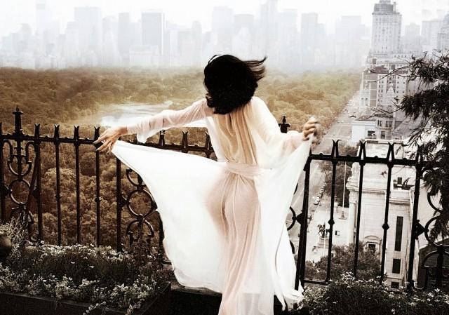 На балконе. Автор Патрик Личфилд