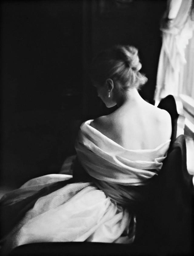 У окна. Автор Лилиан Бассман