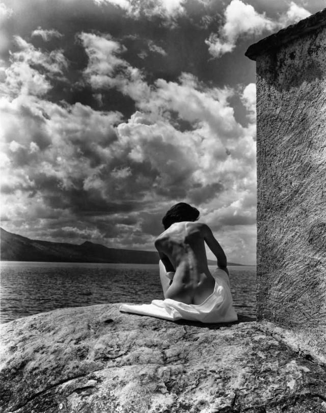 На скалистом берегу. Автор Кристиан Коиньи