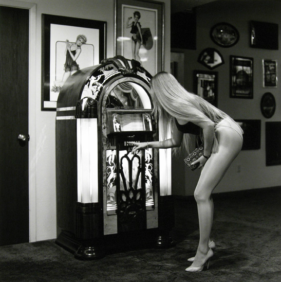 Блондинка у музыкального автомата, 1989. Автор Норман Маускопф
