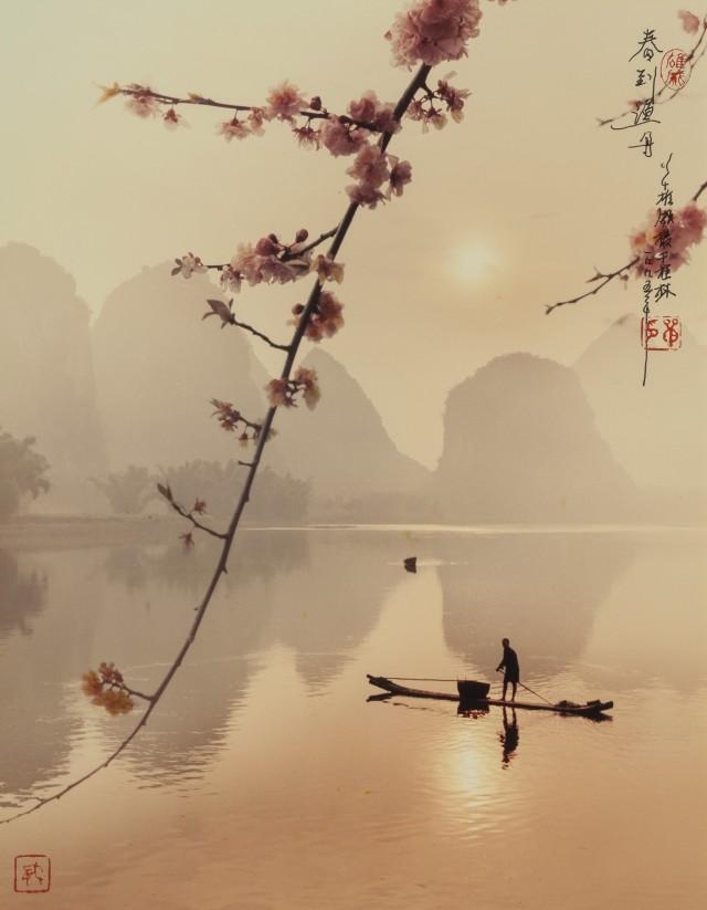 Весна озаряет рыбацкую лодку, 1995. Фотограф Дон Хонг-Оай