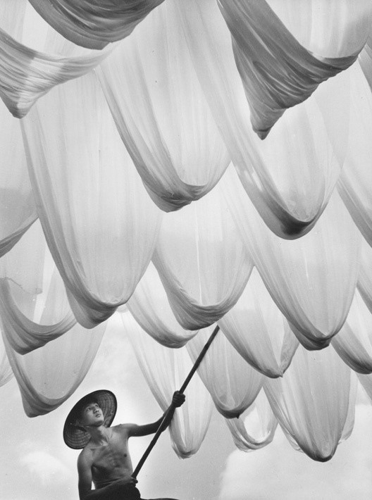 Сушка ткани, 1966. Фотограф Дон Хонг-Оай