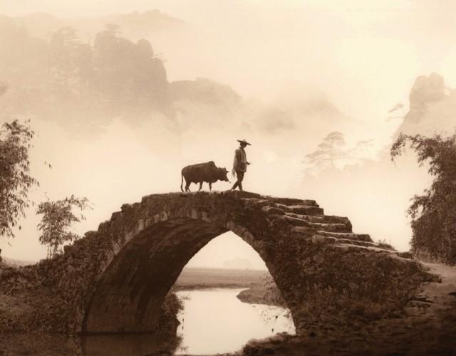 Через каменный мост. Автор Дон Хонг-Оай