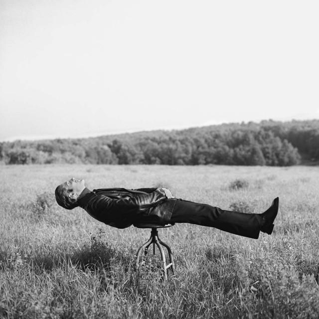Дон на стуле в Нью-Гэмпшире, 1996. Автор Родни Смит