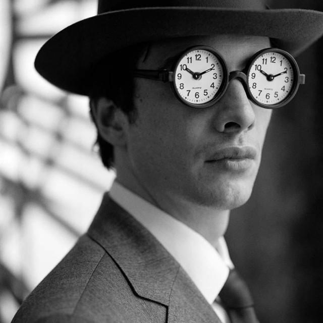 Коллин в очках с часами, Нью-Йорк, 2005. Автор Родни Смит