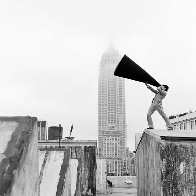 Рид с мегафоном на крыше в Нью-Йорке, 2011. Автор Родни Смит