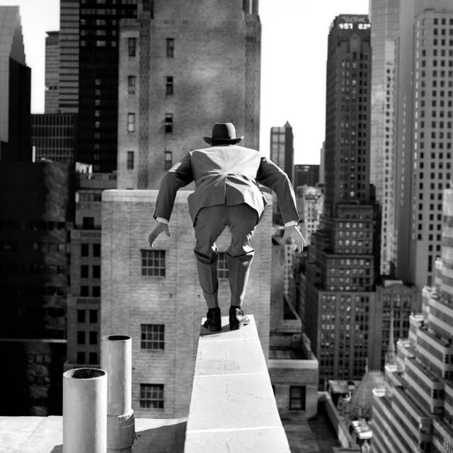 Алан готов к прыжку на Мэдисон-авеню, Нью-Йорк, 1996. Автор Родни Смит