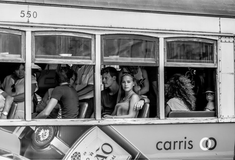 «Девушка в трамвае». Финалист в категории «Люди и животные», 2020. Автор Джеймс Абелл