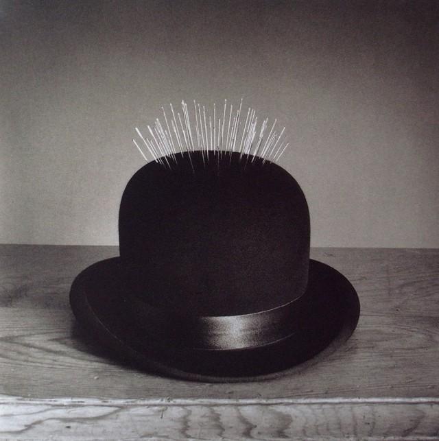 Шляпа с иголками, 1998. Автор Чема Мадоз