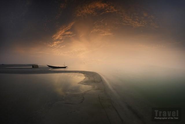 Специальное упоминание в категории «Пейзажи и земные элементы», 2020. Лодка. Фотограф Мохаммад Рахман