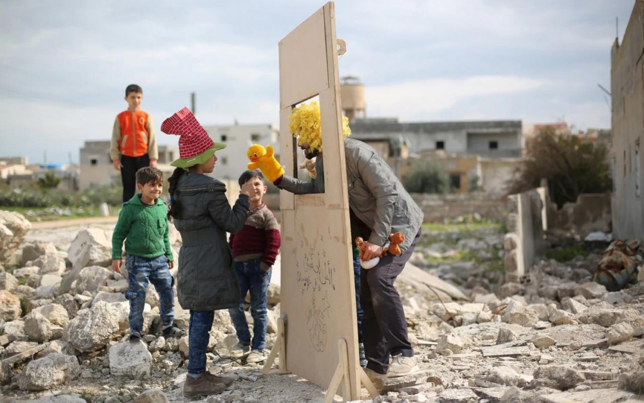 Особое упоминание в категории «Люди мира», 2020. Кукольный театр для сирийских детей. Фотограф Моунеб Таим