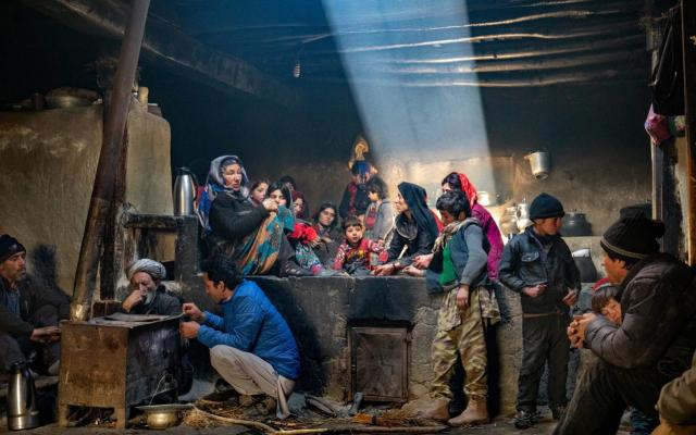 Особое упоминание в категории «Люди мира», 2020. Семья в традиционной кухне, Ваханский коридор, провинция Бадахшан, Афганистан. Фотограф Йорген Йохансон