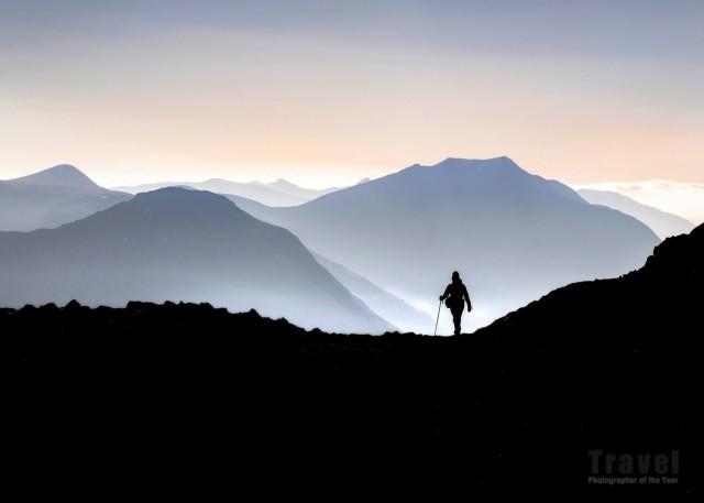 Ходок в Шотландском нагорье. Лучшее одиночное изображение в категории «Искусство путешествий», 2019. Автор Джефф Шоултс