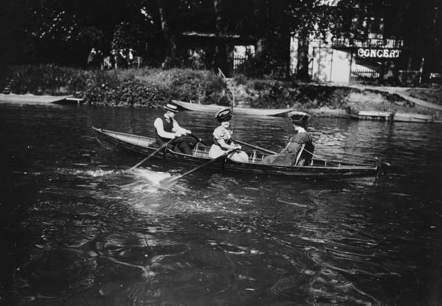 Лодочники, Париж,1895-1905. Автор Поль Женью (Paul Géniaux)
