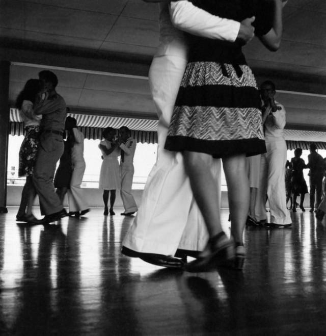 Танцы в клубе USO. Автор Уэйн Миллер