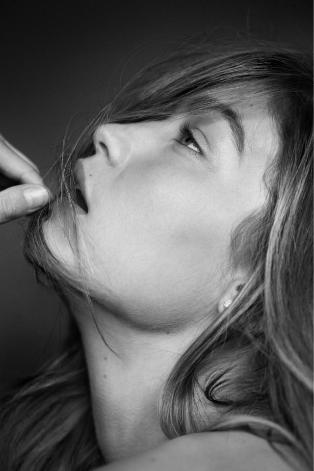 Портрет Джиджи Хадид. Автор Расселл Джеймс