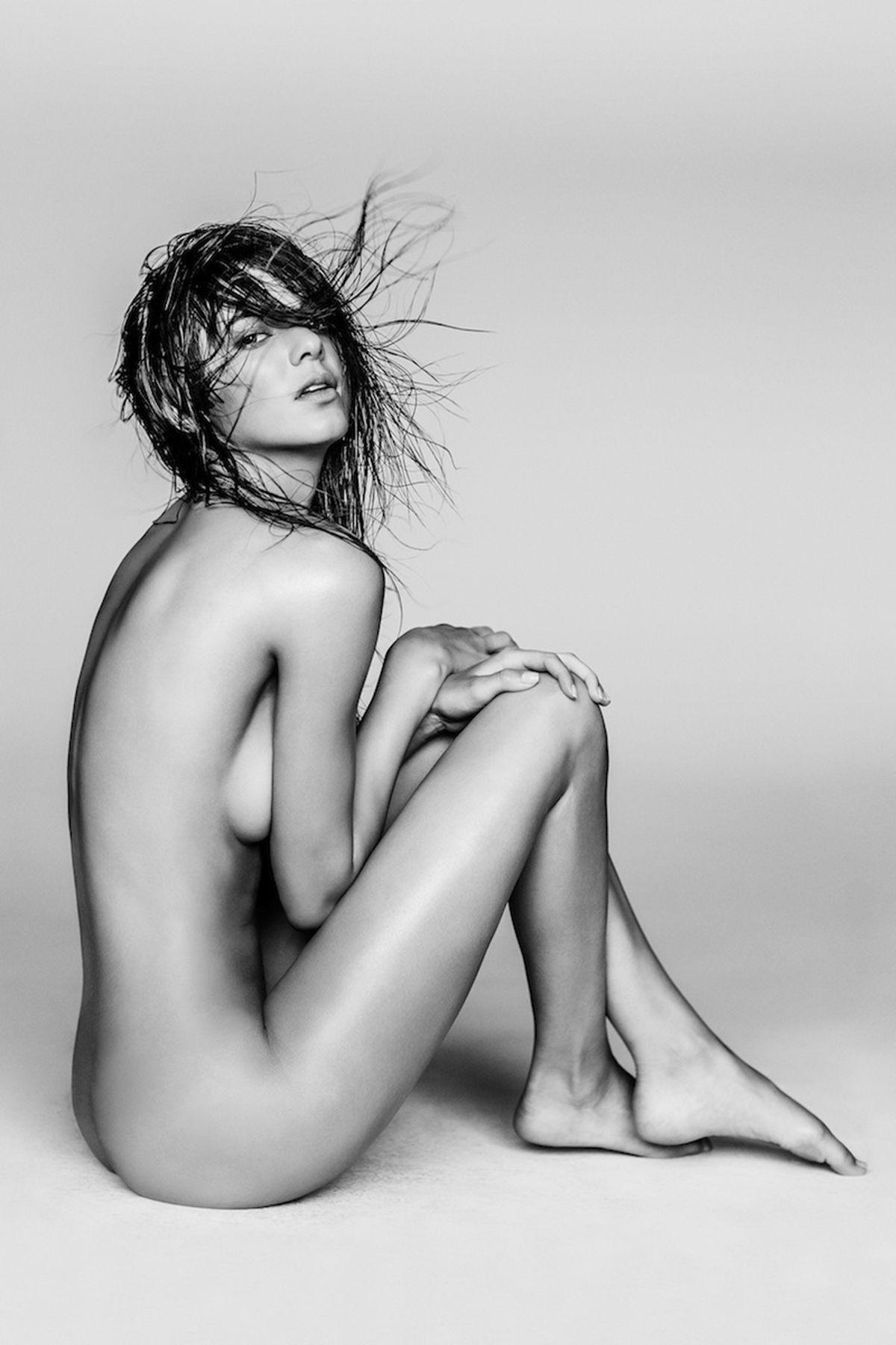 Karlie Kloss Nude Photos