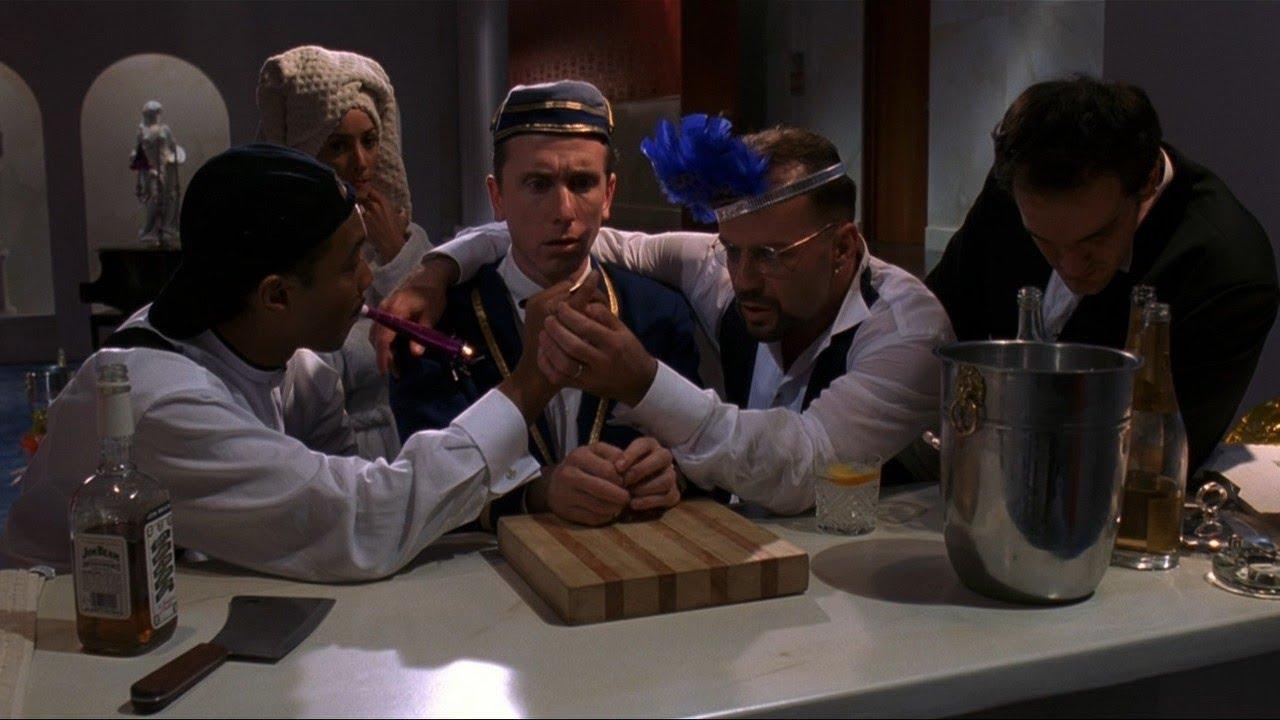Четыре комнаты: Шабаш ведьм, ролевые игры, мексиканский гангстер и безумное пари в новогоднюю смену портье Теда
