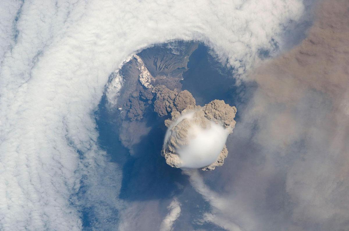 Вулкан Сарычев, Россия
