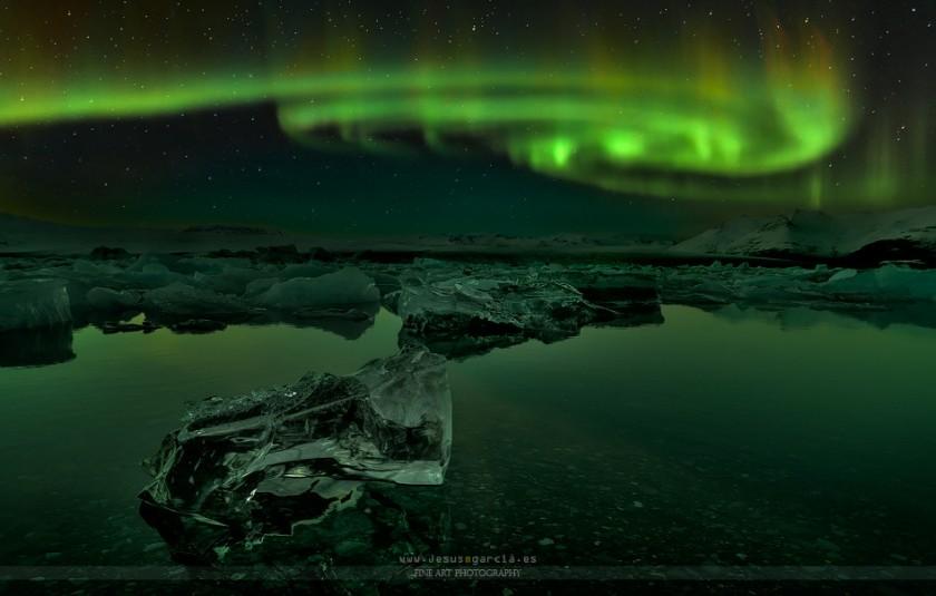 Свет над ледниковой лагуной Jokulsarlon