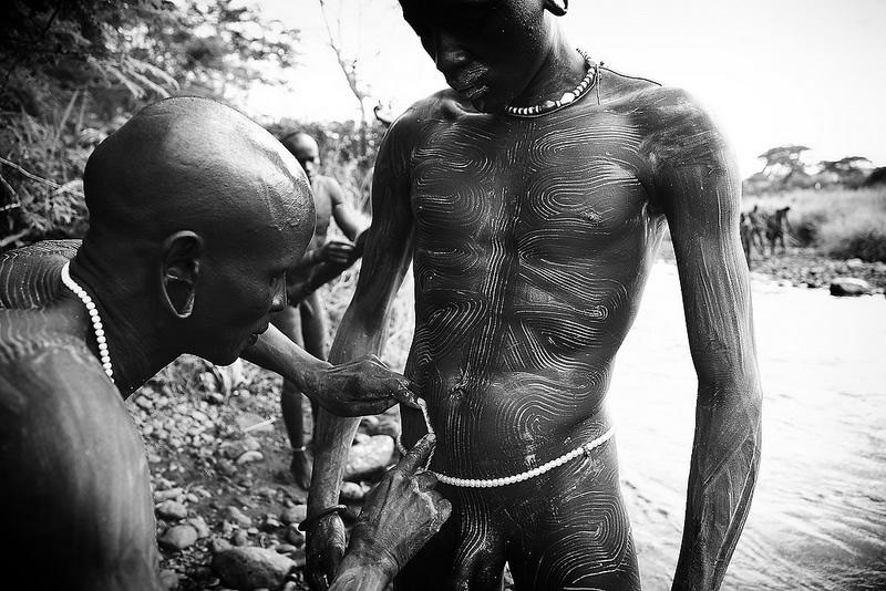 Povsednevnaia zhizn afrikanskikh plemen - amp; Fotograf Mario Gert