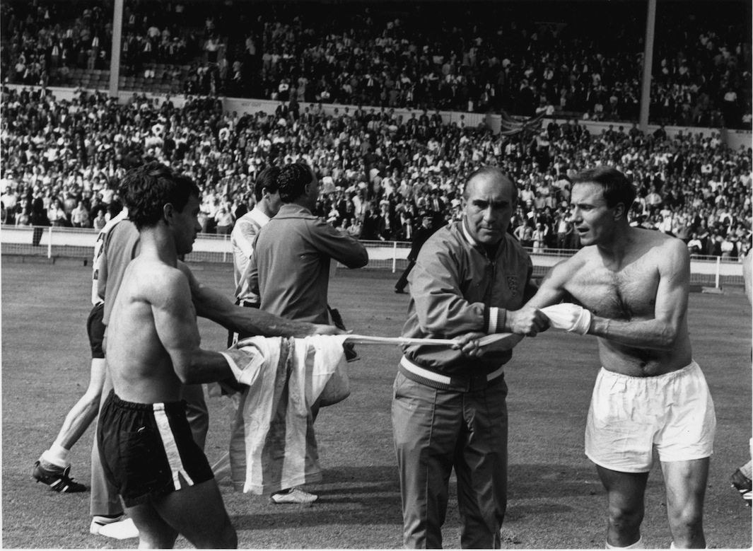 Культовые моменты из истории чемпионатов мира по футболу - фото
