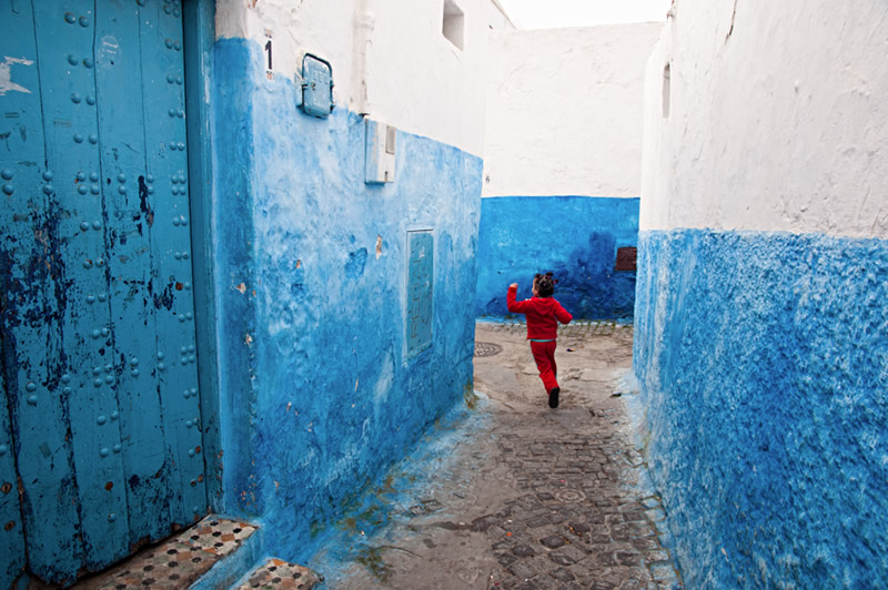 Moroccan Medinas – The Colours and Shadows of Life by Rachel Carbonell