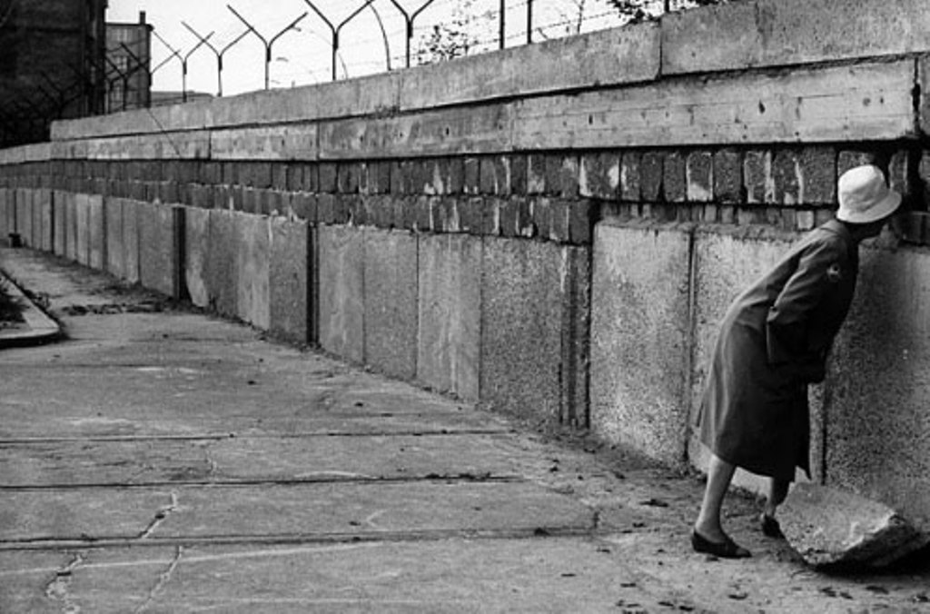 the east german government in 1961 In august 1961, the east german government tried to stop that from happening by building the berlin wall it was very dangerous for illegal migrants to cross because of the presence of armed guards that were trained to shoot people in such cases.