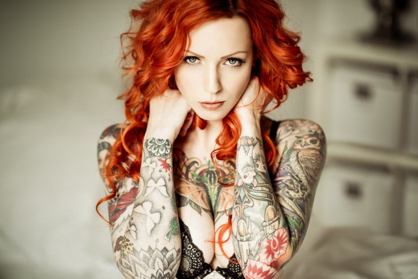 Телочка с татуировками