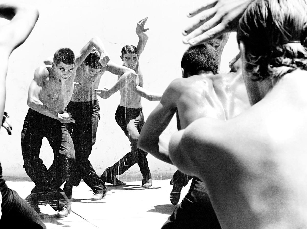 https://cameralabs.org/media/camera/post/10-14/18-10/Ruven-Afanador-flamenco__12.jpg