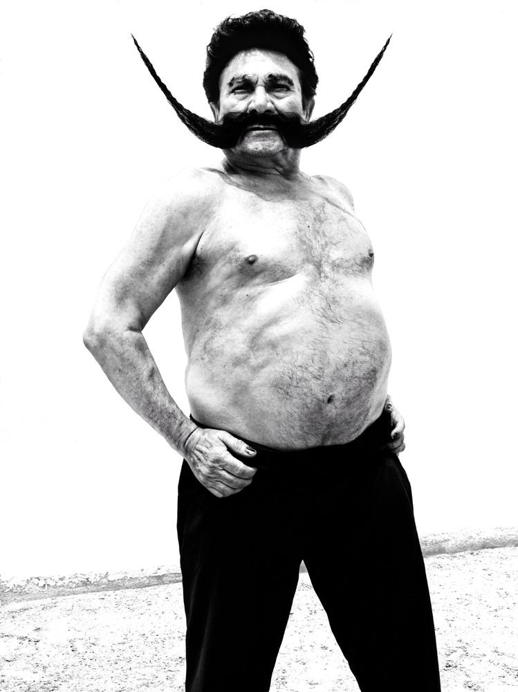 https://cameralabs.org/media/camera/post/10-14/18-10/Ruven-Afanador-flamenco__13.jpg